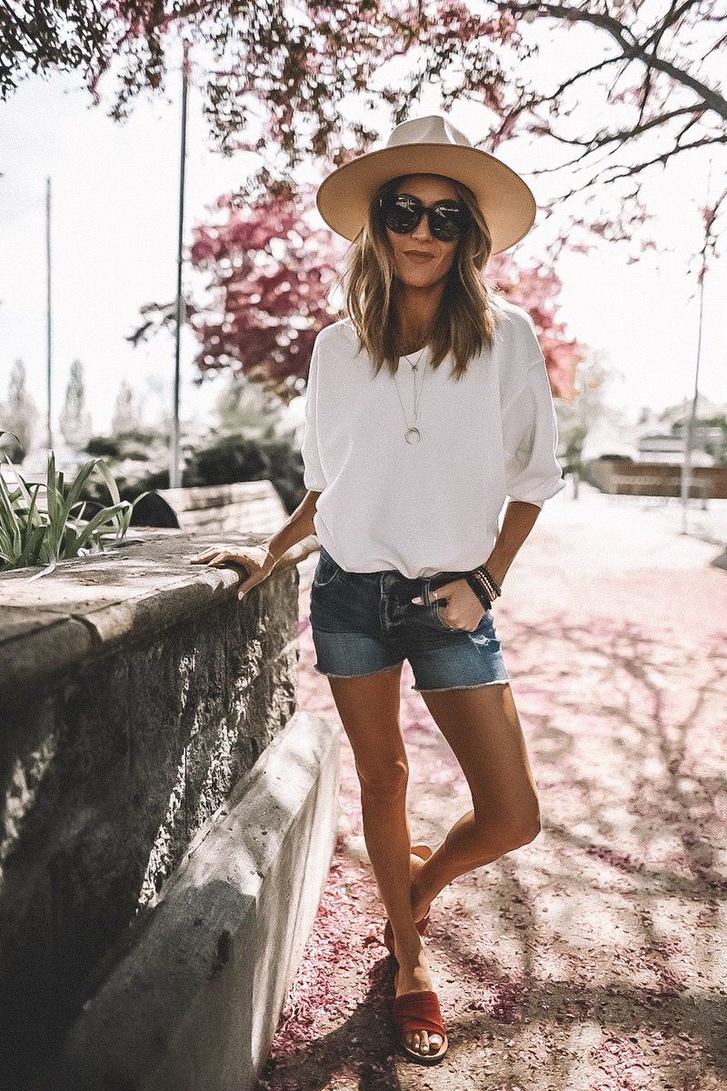 Fashion Blogger Karina Reske | white sweatshirt outfit | long jeans shorts | red suede slides | spring outfit | rancher ivory hat | Lack of colors
