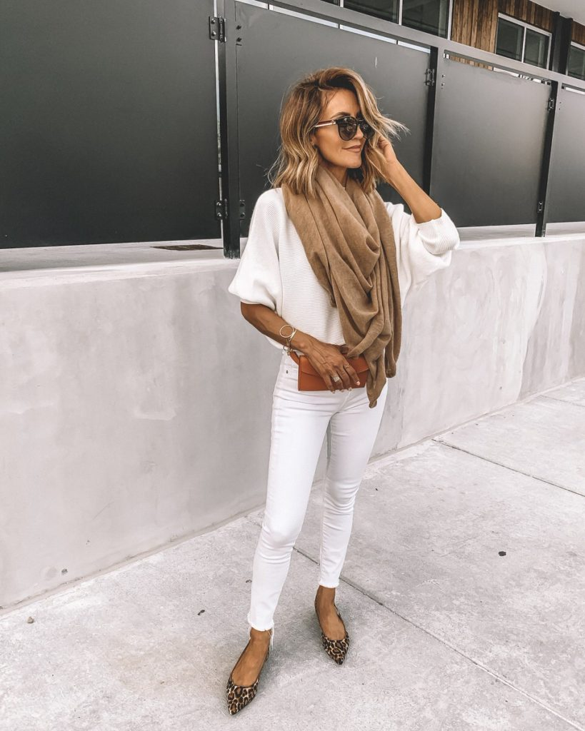 Karina Style Diaries wearing white skinny jeans white sweater camel cashmere oversided scarf leather belt bag leopard print pointy flat shoes all white outfit