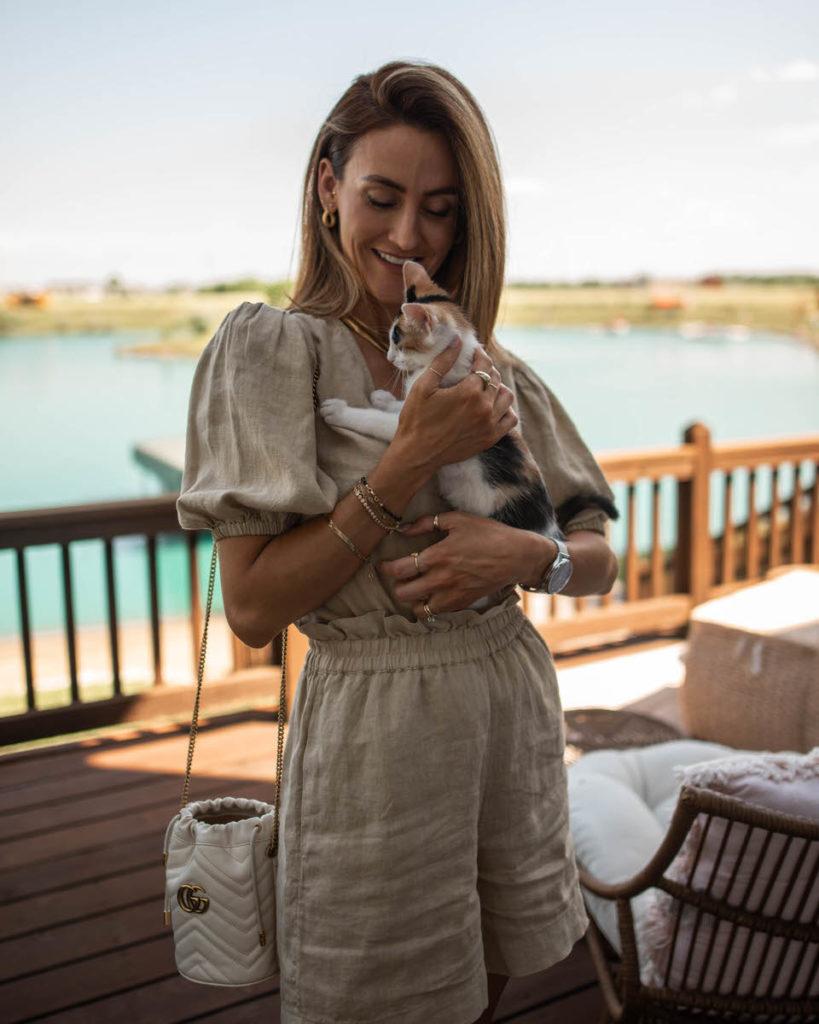 Amazon Linen set + kitten wiskhalifa
